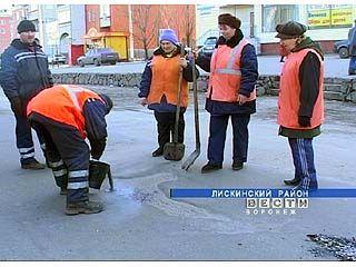 В Лисках начались первые работы по восстановлению дорожного покрытия