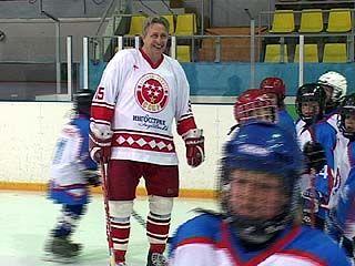 В матче легенд советского хоккея и ветеранов воронежского победила дружба