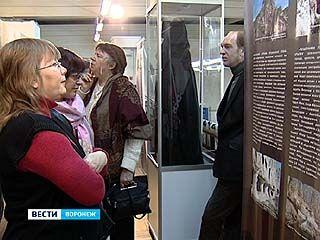 """В Музее имени Крамского открылась фотовыставка """"Лики святых пещер"""""""