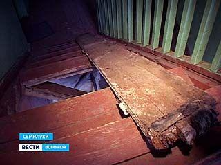 В одном из домов Семилукского района рухнула лестница