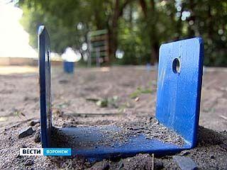 В одном из дворов по улице Кривошеина пропала игровая площадка