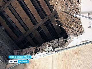 В одной из комнат лискинского общежития обрушился потолок