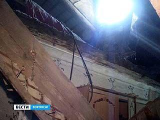 В одной из комнат общежития по улице 9 Января обрушился потолок