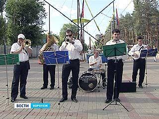 В парках Воронежа заиграли духовые оркестры