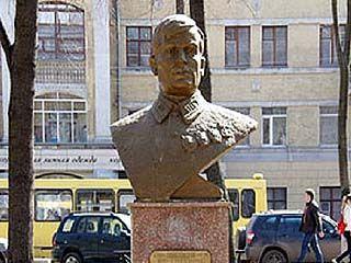 """В парке """"Орлёнок"""" установили новый бюст Михаилу Вайцеховскому"""