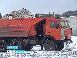 В Павловске начали вывозить снег за пределы города