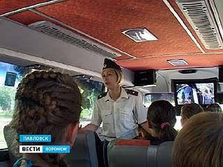 В Павловске побывал автобус-тренажёр