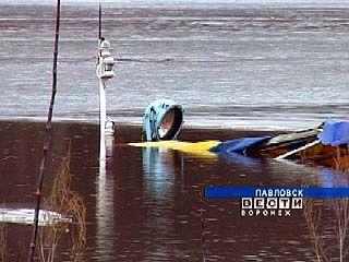 В Павловске у пристани затонул катер