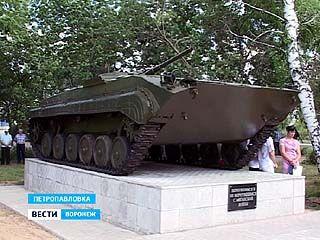 В Петропавловке открыли памятник боевой машине пехоты