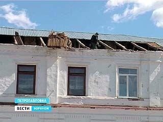 В Петропавловке ураган оставил без крыши местную школу