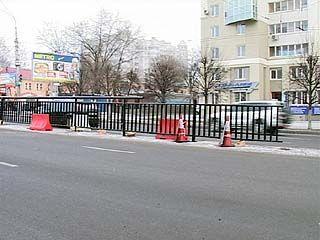 В районе Автовокзала начали монтировать разделительные ограждения