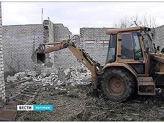 В районе взлетной полосы ВАСО снесли незаконную кирпичную постройку