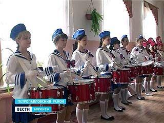 В селе Старая Меловая юные барабанщицы подготовили праздничную программу