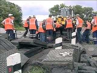 В связи с ремонтом железной дороги в районе Анны перекрыт участок трассы Курск-Саратов