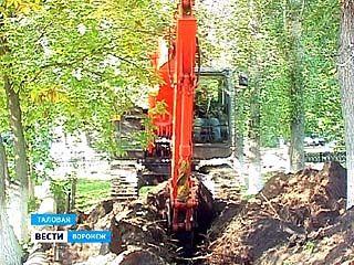 В Таловой уже два месяца меняют главные уличные водоводы