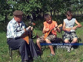 В Таловском районе на балалайке учатся играть целыми семьями