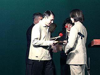 В театре кукол наградили журналистов