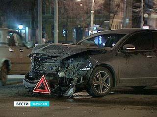В центре Воронежа в эти выходные столкнулись 2 дорогие иномарки