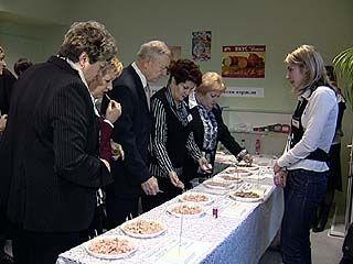 В ВГТА дегустировали колбасы от разных производителей