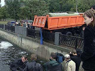 В воду выпустили 2 тонны живой рыбы