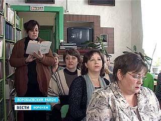 В Воробьевке читают классику вслух, чтобы привлечь читателей