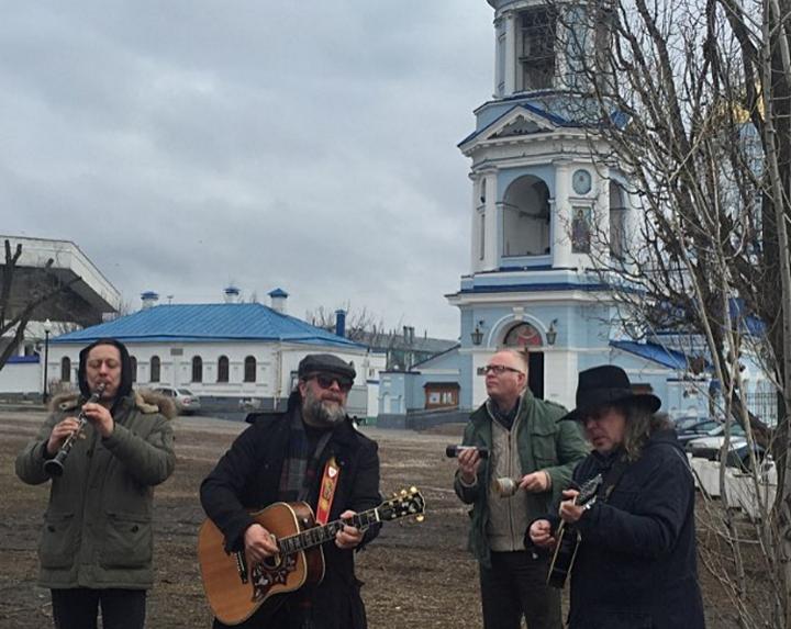 В Воронеже Борис Гребенщиков устроил мини-концерт у Покровского Храма