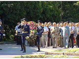 В Воронеже на площади Победы состоялось традиционное возложение венков