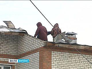В Воронеже на улице Декабристов вспыхнул частный дом