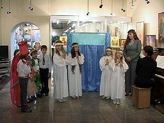 В Воронеже открылась рождественская выставка трех поколений Анпилоговых