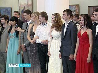 В Воронеже прошел студенческий бал в традициях 18 века