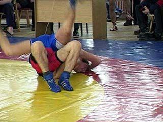 В Воронеже прошли соревнования по греко-римской борьбе