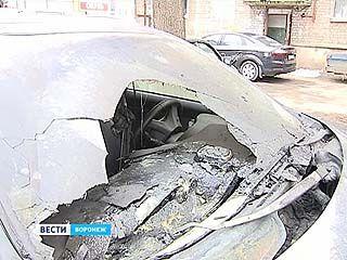 В Воронеже сгорели две машины руководителя информационного агентства