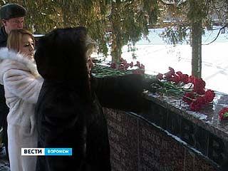 В Воронеже возложили цветы на могилы воинов-интернационалистов