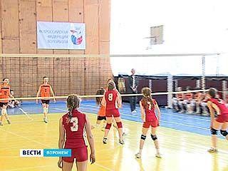 В Воронеже завершилось первенство области по волейболу среди команд девочек