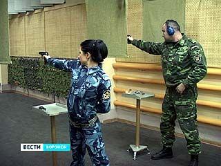 В Воронежском институте ФСИН России проходят соревнования по стрельбе из пистолета Макарова