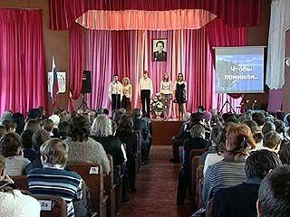 В Воронежской гимназии ╧7 своего героя не забывают