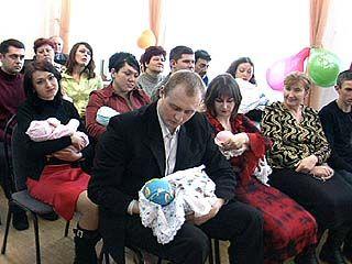 В ЗАГСе Ленинского района поздравляли близнецов