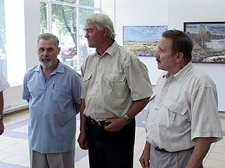 В зале Союза художников - выставка трёх известных мастеров