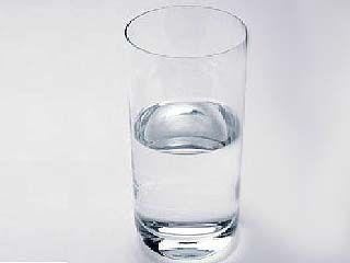 В жару медики рекомендуют пить побольше жидкости