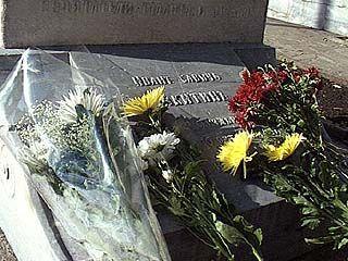 Вандалы разгромили мемориал в Таловой