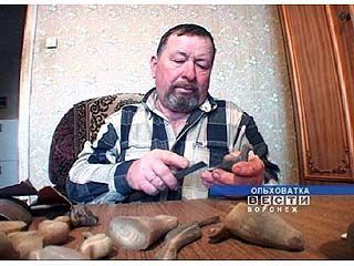 Василий Гончаров изготавливает поделки из рогов