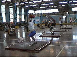 Ведущие спортсмены области приняли участие в чемпионате по тяжелой атлетике