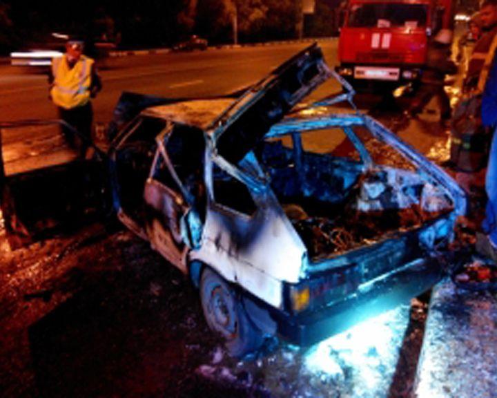 ВИДЕО: В Воронеже полностью сгорел автомобиль