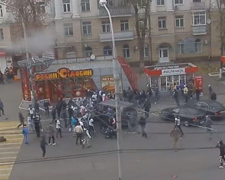 ВИДЕО: Воронежские фанаты сошлись в рукопашной с гостями из Тулы