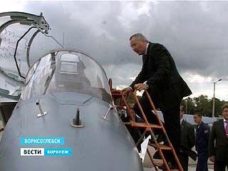 Вице-премьер Дмитрий Рогозин побывал на аэродроме Борисоглебского учебного центра по подготовке лётчиков
