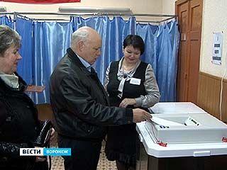 Владимир Ключников на свой избирательный участок приехал вместе с супругой