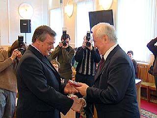 Владимир Кулаков вручил награды лучшим представителям региона