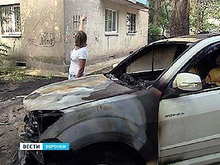Во дворе Левобережного района сгорел ещё один автомобиль