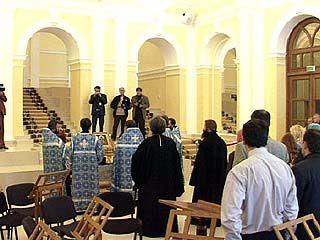 Во Дворце бракосочетания Воронежа проводит консультации священник
