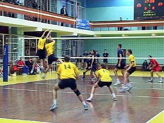 Волейбольные и баскетбольные команды продолжают сезонные игры